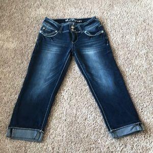 Wallflower Junior's Capri Jeans